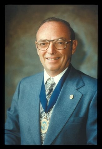 Robert Richards Sr., MD